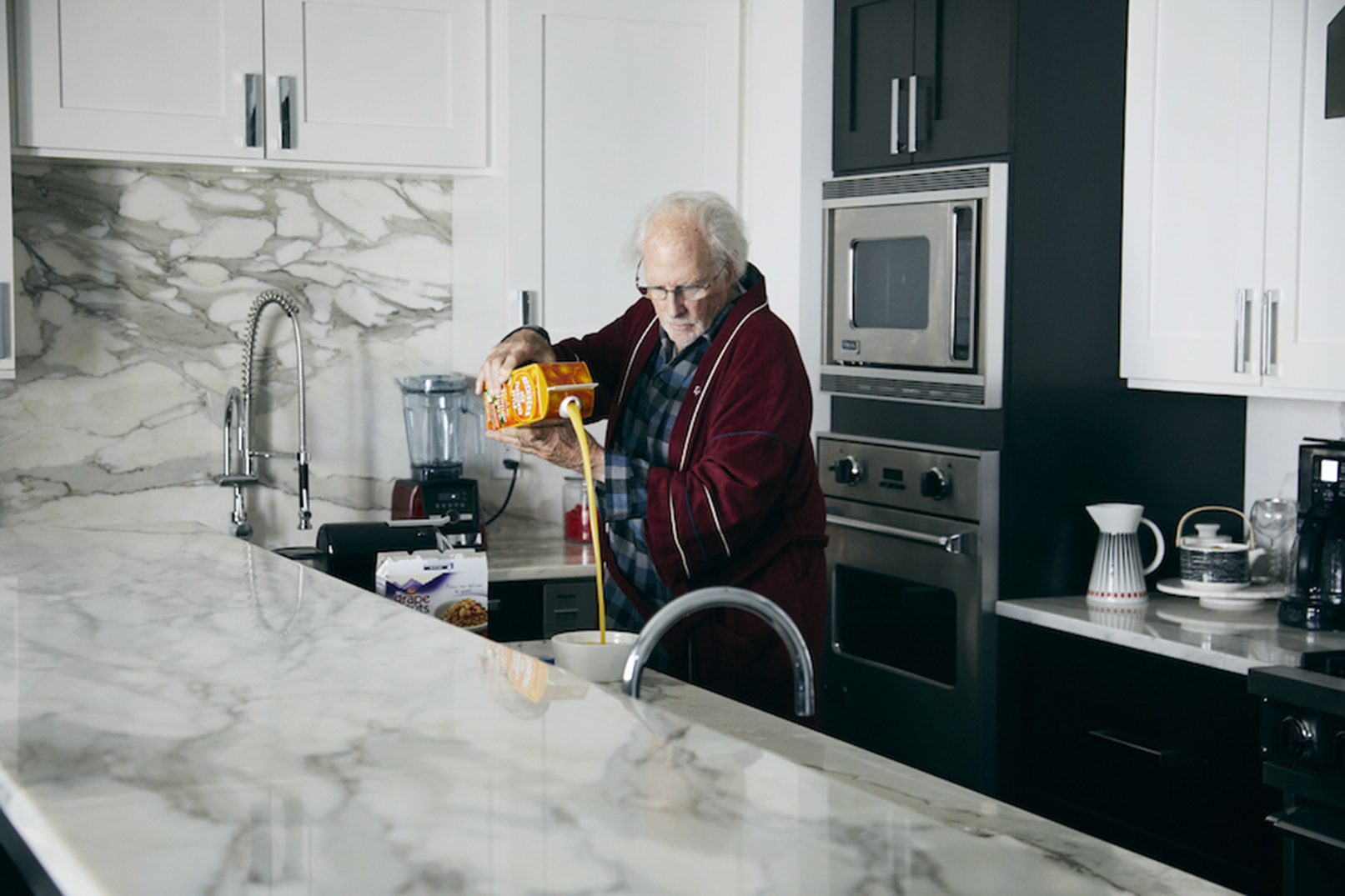 A confused Richard (Bruce Dern) attempts to prepare breakfast in THE ARTIST'S WIFE. Photo by Michael Lavine.