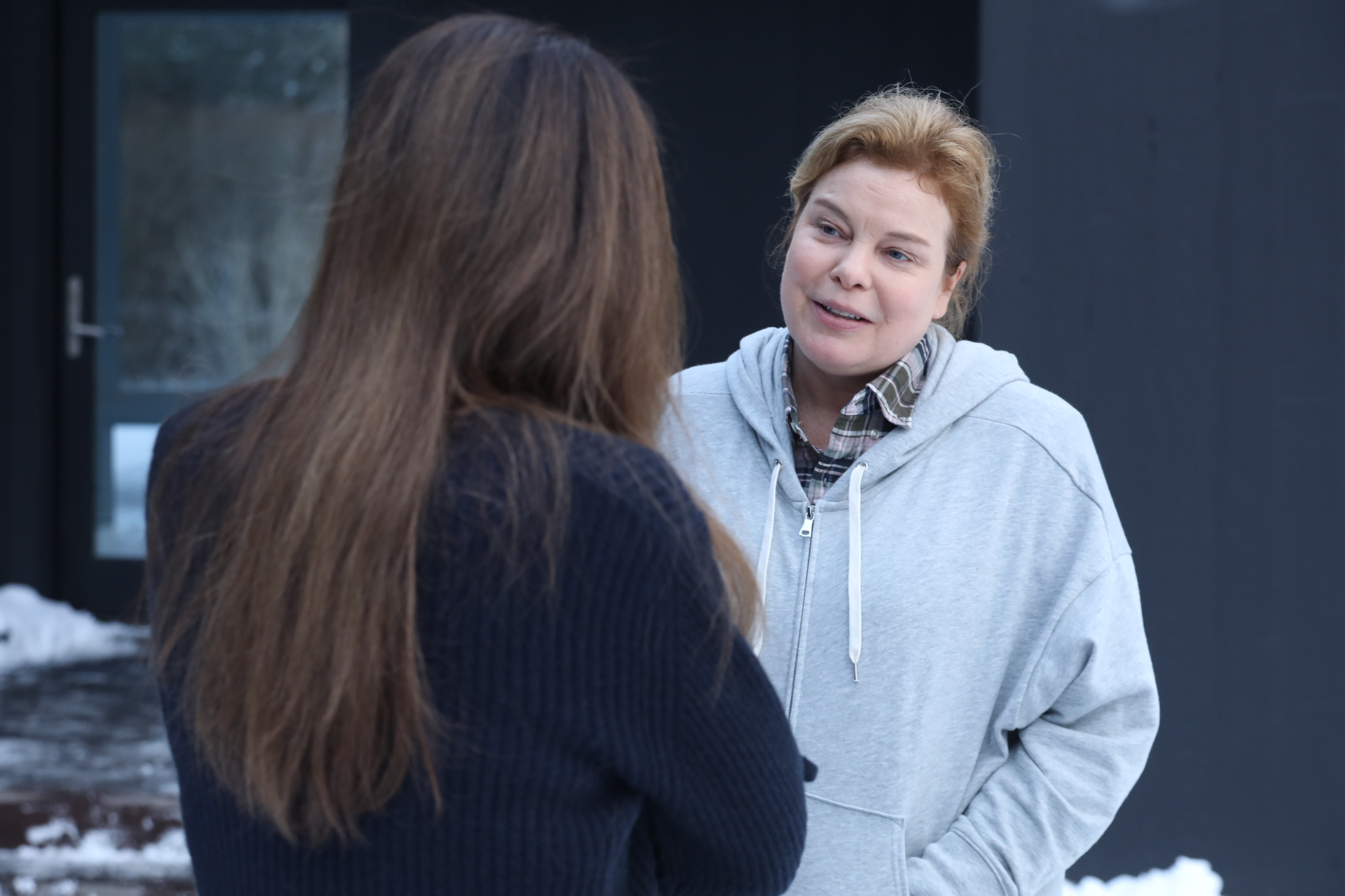 Joyce (Catherine Curtin) offers some earnest advice to Claire (Lena Olin) in THE ARTIST'S WIFE. Photo by Michael Lavine